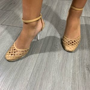 CHANEL Natural & White Lattice Weave Sandals